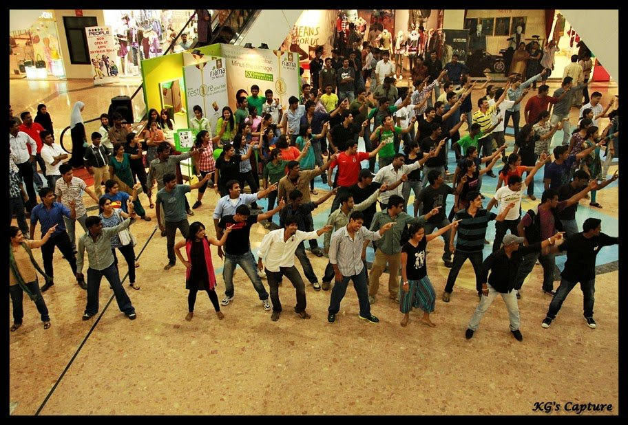 Chennai folks dancing at Ampa Skywalk Mall in Chennai